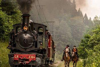 Embarquez dans un authentique train à vapeur et parcourez en famille les magnifiques paysages des Franches-Montagnes !