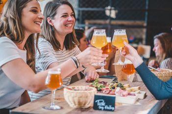 Découvrez entre amis la ville de Fribourg et la richesse de son patrimoine au gré d'une balade gourmande à croquer
