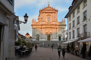 A la découverte de la plus belle ville baroque de Suisse et de ses multiples activités familiales, culturelles et sportives