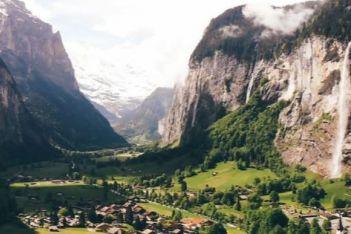 Découvrez notre top des cascades les plus impressionnantes de Suisse et vivez un moment de fraîcheur revigorant !