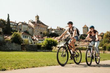 Découvrez la belle région autour du lac de Morat en vélo et laissez-vous séduire par les meilleures spécialités culinaires.