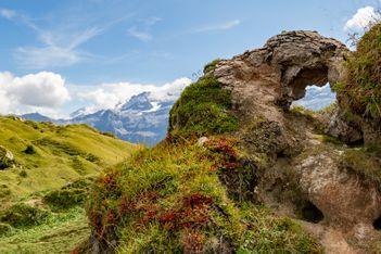 Enfilez vos chaussures de rando et partez à l'assaut d'un paysage grandiose fait de roches volcaniques : le Gryden !