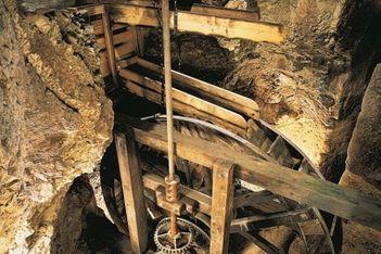 Descendez  à 23 mètres sous la terre, et découvrez en famille les Moulins souterrains du Col-des-Roches, témoignage unique de l'ère industrielle.