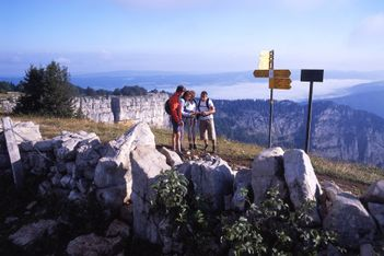 Offrez-vous un séjour en pleine nature inoubliable, dans l'une des plus belles régions du Jura suisse !