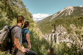 Bon plan pour vos vacances en Suisse: un nouveau circuit dans les Grisons pour ne rien rater des points forts !