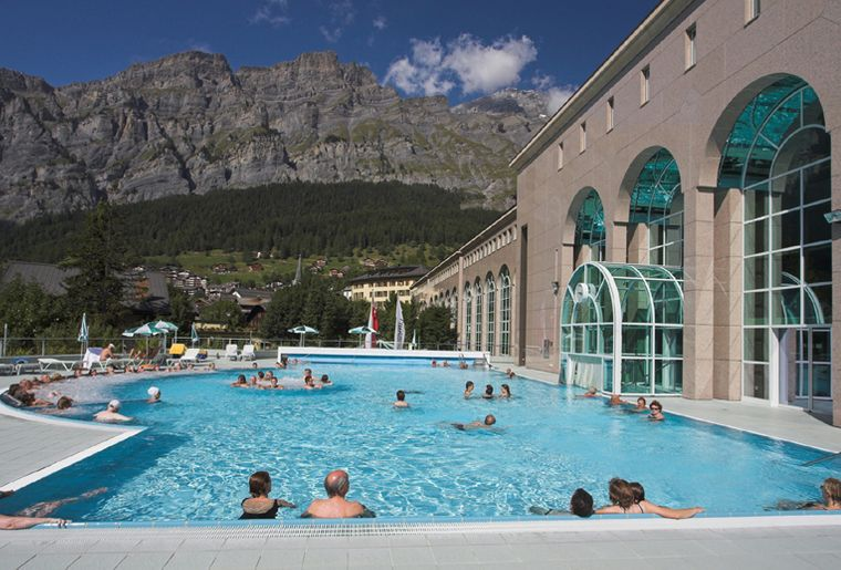 Centre thermal walliser alpentherme spa leukerbad for Piscine thermal