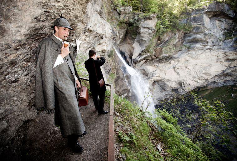 Reichenbachfall mit Sherlock Holmes.jpg