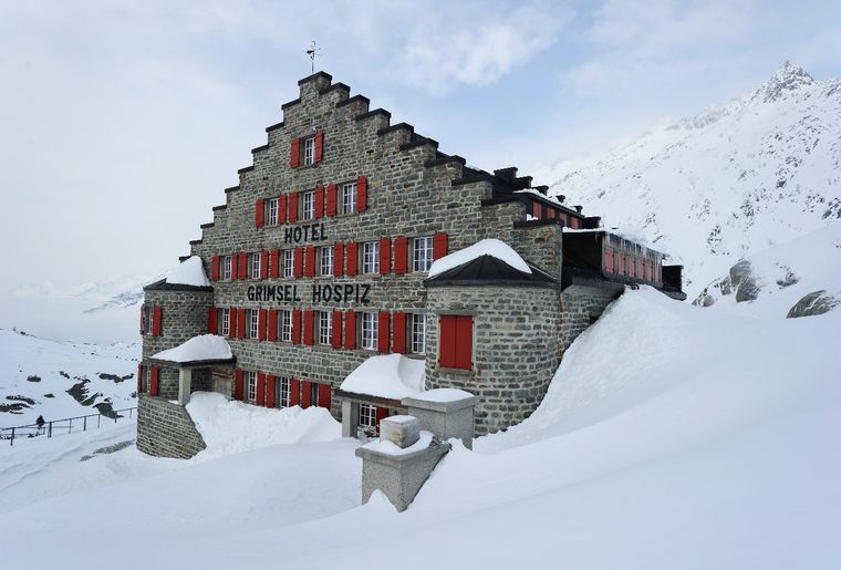 Grimsel Hospiz im Schnee.jpg