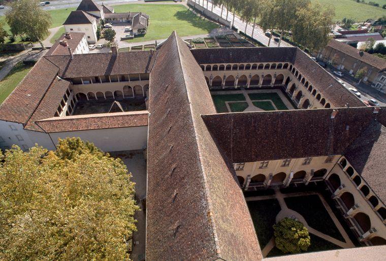 Cloitres du Monastère royal de Brou.jpg