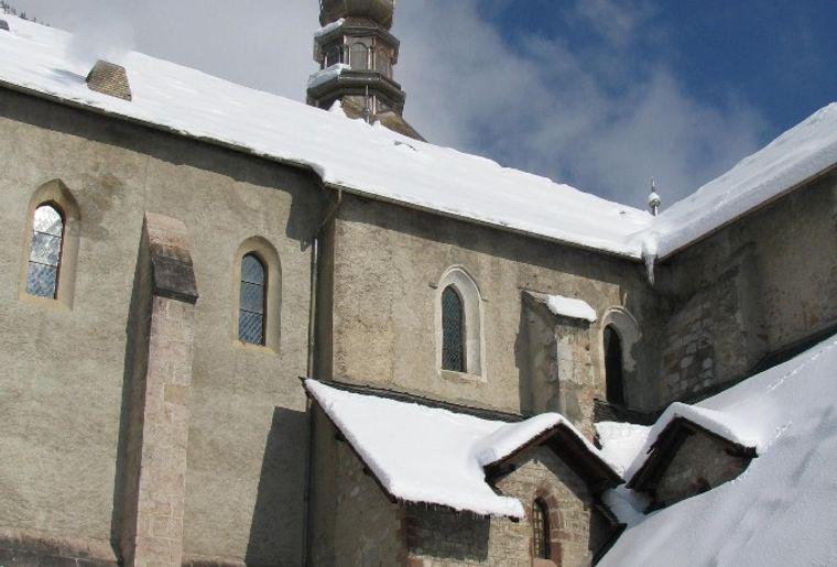 Angle cloître église.jpg