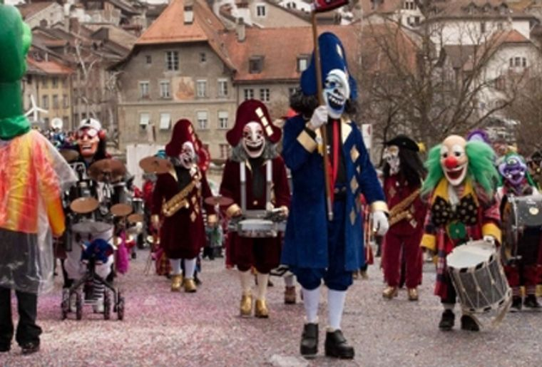 Carnaval des Bolzes en Basse-Ville de Fribourg.jpg