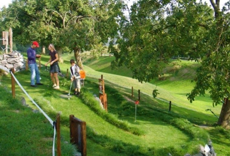 Minigolf sur herbe de Cremin (VD).jpg