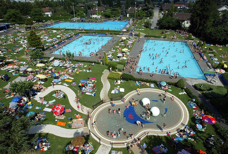 Top 20 des meilleures piscines en plein air de suisse for Piscine yverdon
