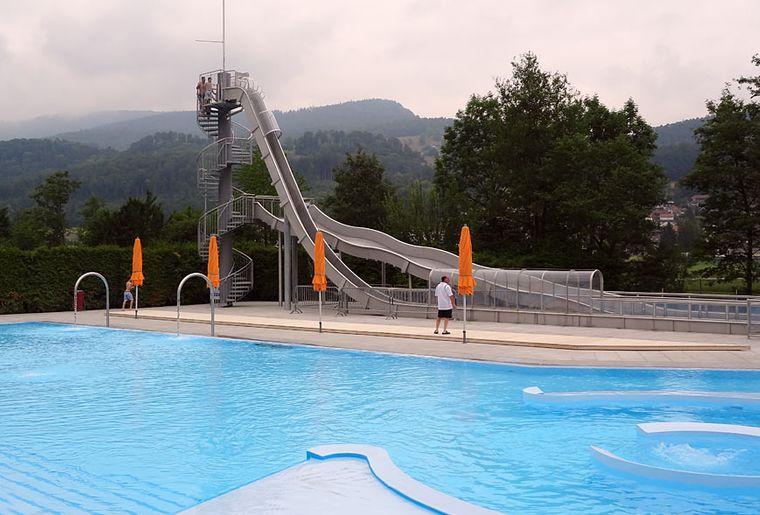 Balsthal-Schwimmbad-Moos.jpg