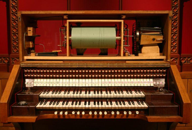 musée automates à musiques orgue britannic.jpg