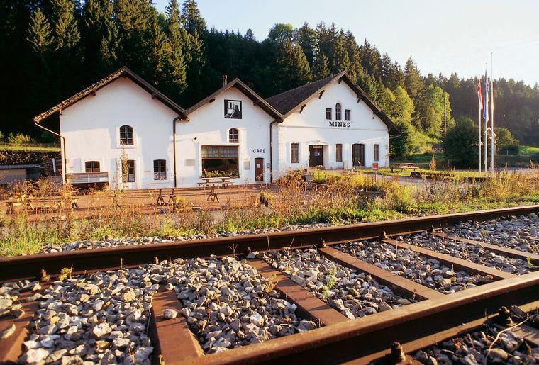 1_Mines d'asphalte et Café des Mines.jpg