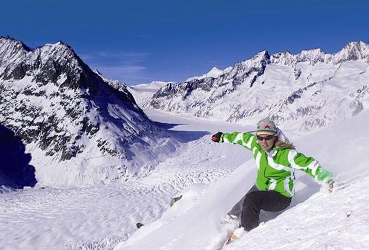 Le domaine skiable d'Aletsch Arena offres des points de vue à couper le souffle..jpg