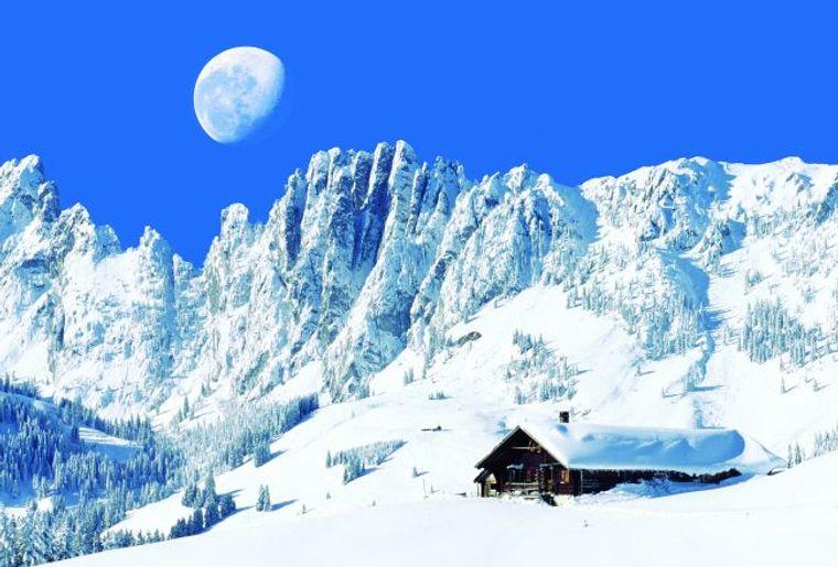 Les cimes du Gastlosen surplombent le village de Jaun..jpg