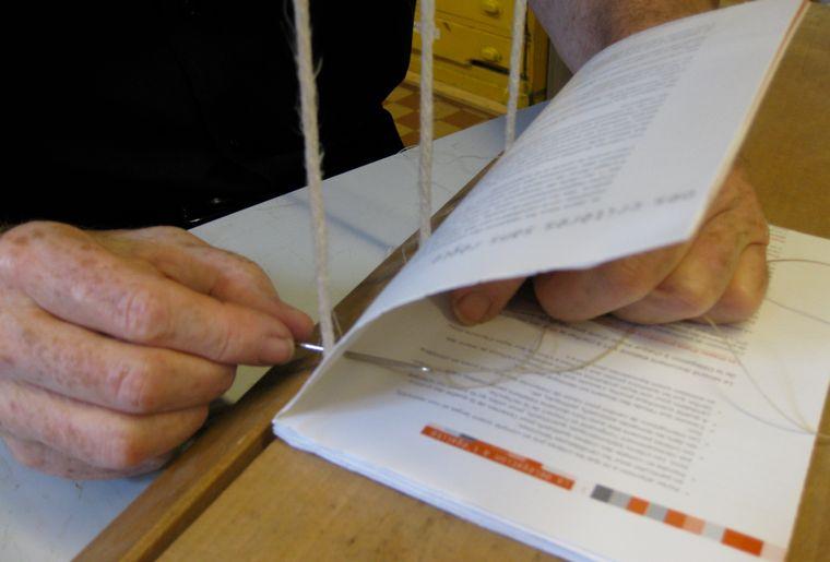Couture des cahiers d'un livre.jpg