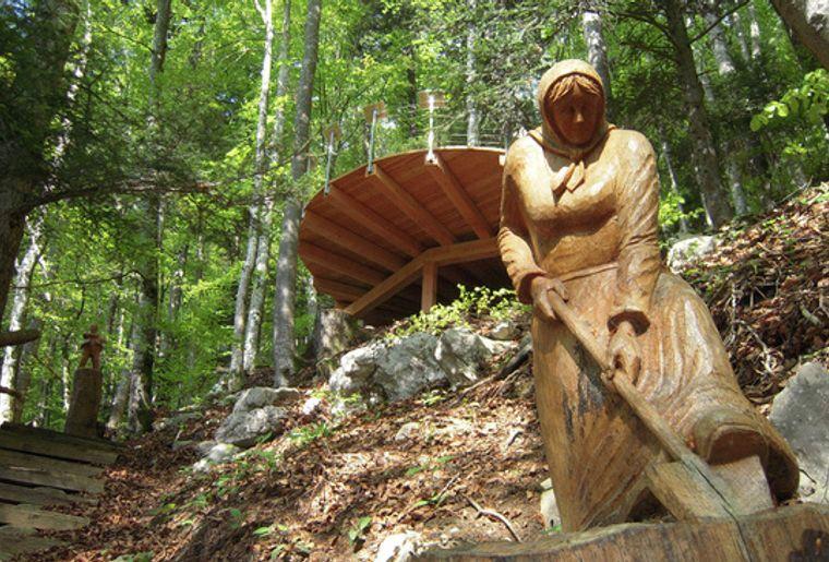 Sentier des sculptures.jpg