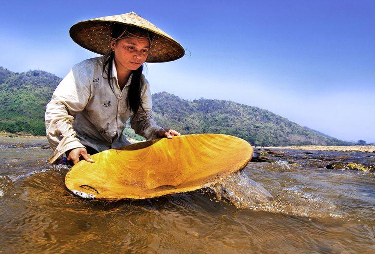Mekong Gold Panning.jpg