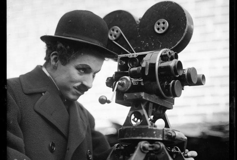 Chaplin_ModernTimes_1936_©YvesDebraine_BD.jpg