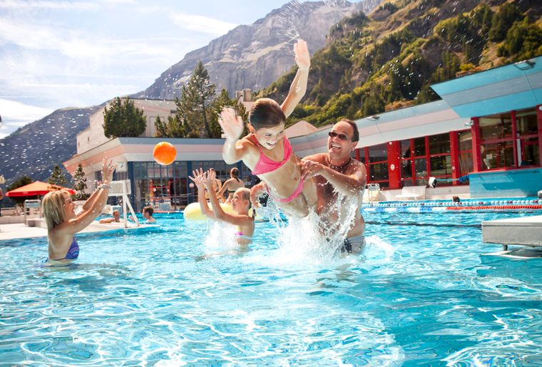leukerbad-therme-piscine-bains-thermaux.jpg