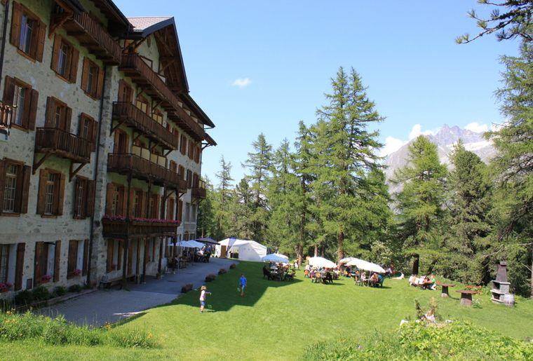 grand-hotel-kurhaus-arolla-restaurant-terrasse-belle.jpg