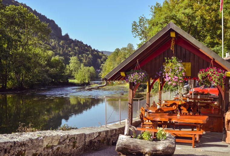 hotel-du-doubs-goumois-jura-restaurant-terrasse.jpg