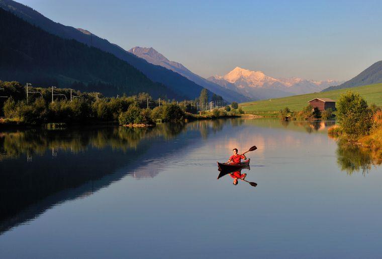 Canoë sur le lac Geschinersee dans la vallée de Conches (VS) - Valais Tourisme.jpg