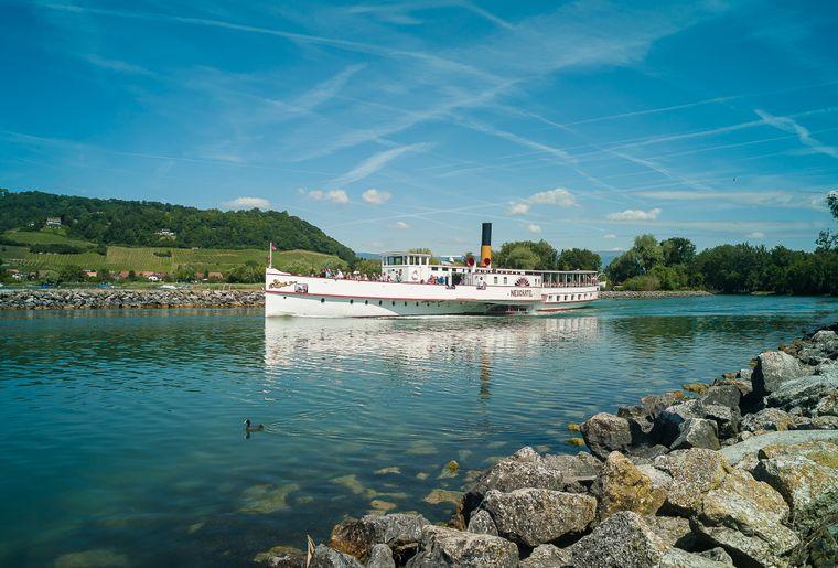 Le bateau à vapeur Le Neuchâtel navigue sur les lacs de Morat et de Neuchâtel - Navigation LNM.jpg