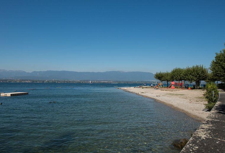 Plage d'Hermance, lac Léman.jpg