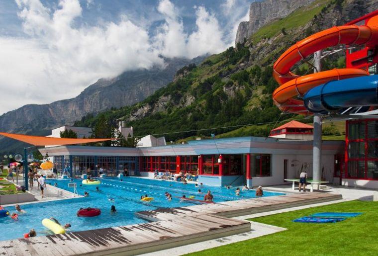 leukerbad-therme-piscine-bains-thermaux-aquatique.jpg