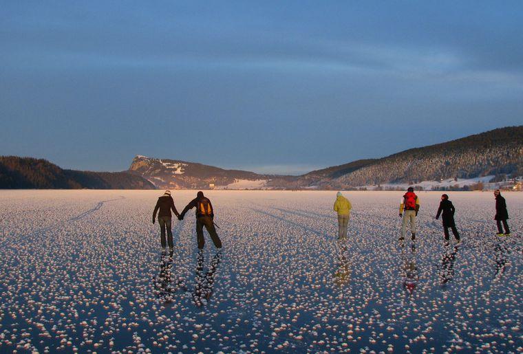 En hiver, le lac de Joux constitue un paradis pour petits et grands mordus de glisse sur glace © Martin Arnet.JPEG