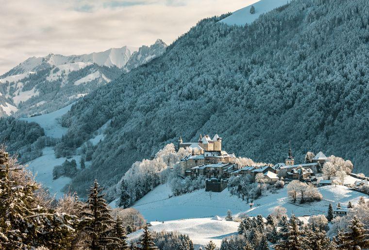 Le château de Gruyères, fleuron médiéval au coeur du Parc naturel Gruyère Pays-d'Enhaut © Roland Gerth  Switzerland Tourism.jpg