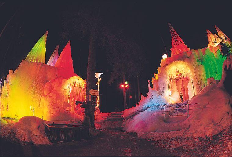 Le Palais de glace du Lac Noir à admirer de jour comme de nuit © Charly Rappo.jpg