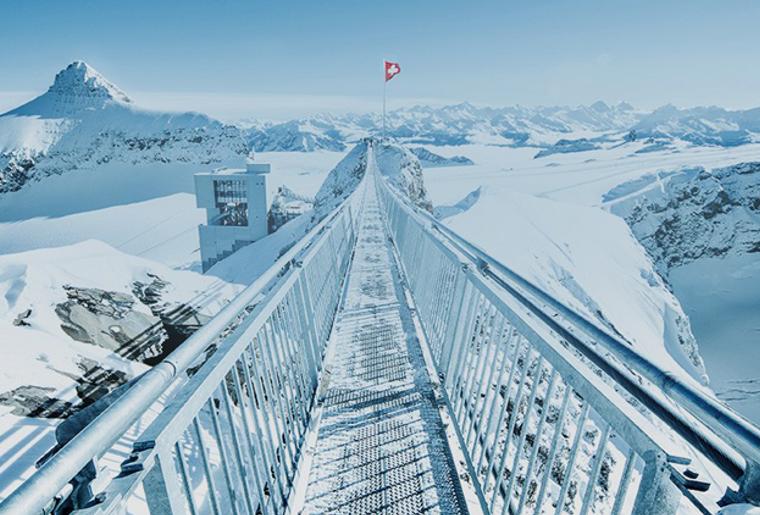 Le Peak Walk  107 m de pure émotion au-dessus des Diablerets © Glacier3000.png