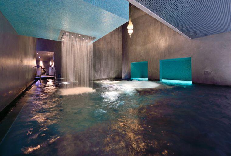 Bain bleu hammam spa gen ve plage activit for Bains thermaux france