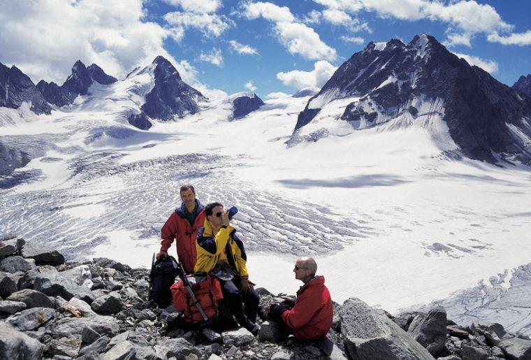 Glacier du Mont Collon au-dessus d'Arolla © swiss-image.ch - Christof Sonderegger.jpg