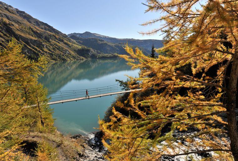 Lac de Tseuzier 1 @ Valais Tourisme.jpg