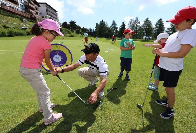 stages de golf pour enfants crans montana agenda. Black Bedroom Furniture Sets. Home Design Ideas