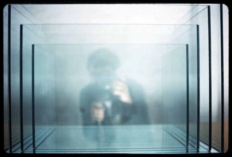 DGraham- Project for Slide Projector- 1966-2005 (c) Dan Graham- courtesy Marian Goodman Gallery. Collection- Astrid Ullens de Schooten - Fondation A. Stichting- Bruxelles.jpg
