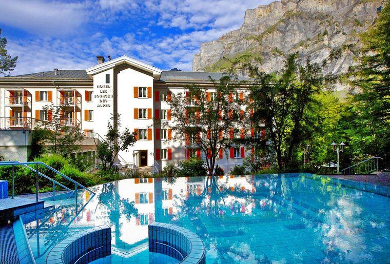 piscine-thermale-exterieure-hotel-sources-des-alpes-1500x1000.jpg