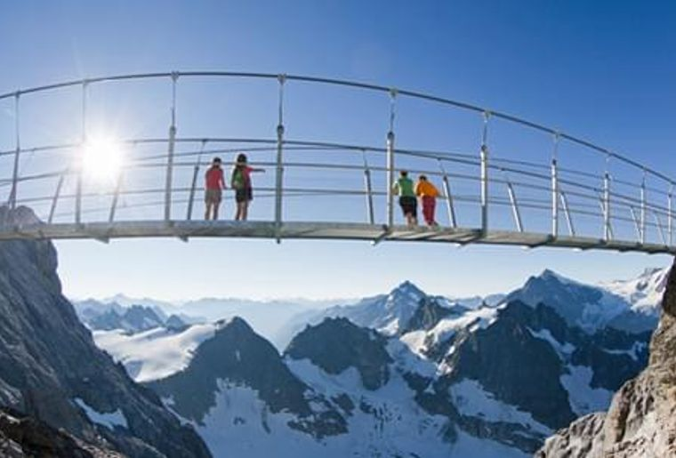 cliff-walk_titlis3.jpeg