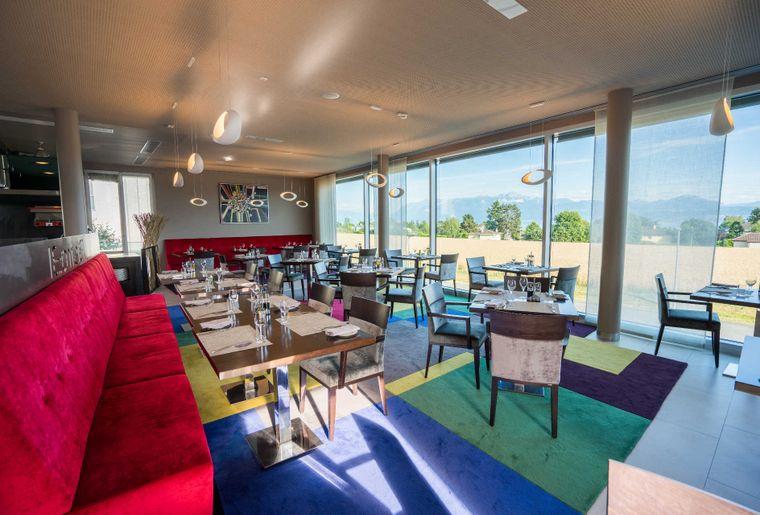 Starling Hotel Lausanne  Vaud  Stsulpice  Activité. Hotel Mediterraneo. The Blue Boar Hotel. Golden Landmark Resort. Newton Place Hotel. Silver Sands Hotel. Abbotsfordlodge. Dr Holms Hotel. Tosa Royal Hotel