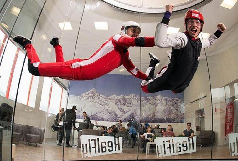 realfly-simulateur-chute-libre-parachute-sion.jpg