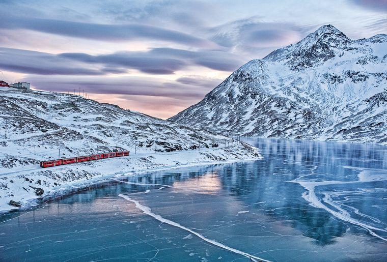 train-bernina-express-rhb-lago-bianco-ospizio.jpg