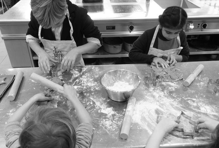 PHOTO-Chat-Botté--Cours de pâtisserie enfants - nb.jpg