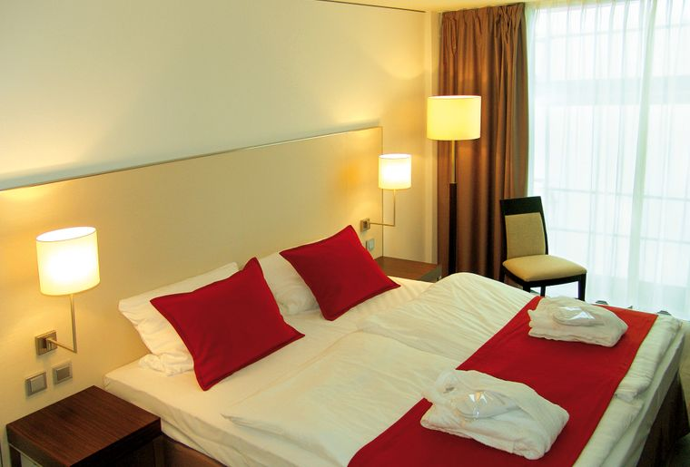 zimmer-bett-h4-hotel-solothurn~0.jpg