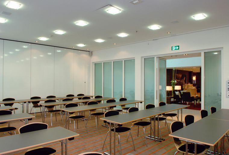 h-hotels_konferenzraum-tische-h4-hotel-solothurn_Original (kommerz. Nutzung) .jpg